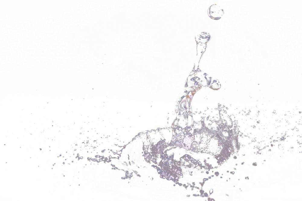 「コマンド(Ctrl)+j」をレイヤーパレット上で複数回押し、選択範囲に沿った画像の複製を行います。複数の水しぶき画像を重ねるとより立体感が出せます